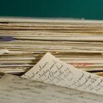 はがきと封書の使い分けとそれぞれの特徴の比較と違いについてのまとめ